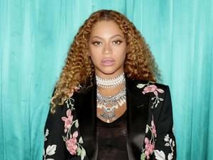 Seksinya Beyonce Pamer Tato di Perut Hamil