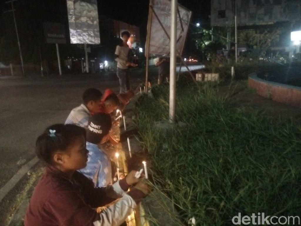 Komunitas Warga di Kupang Gelar Aksi Lilin untuk Ahok