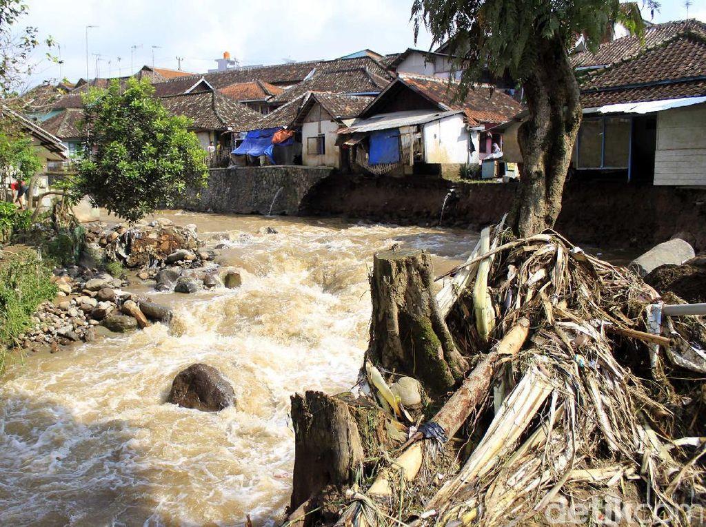Pemkab Bandung akan Tertibkan Bangli di Bantaran Sungai Ciwidey