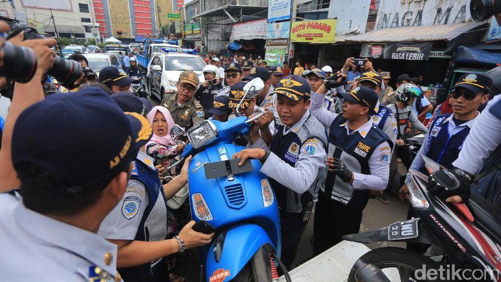 Penertiban Parkir Liar dan PKL di Tanah Abang