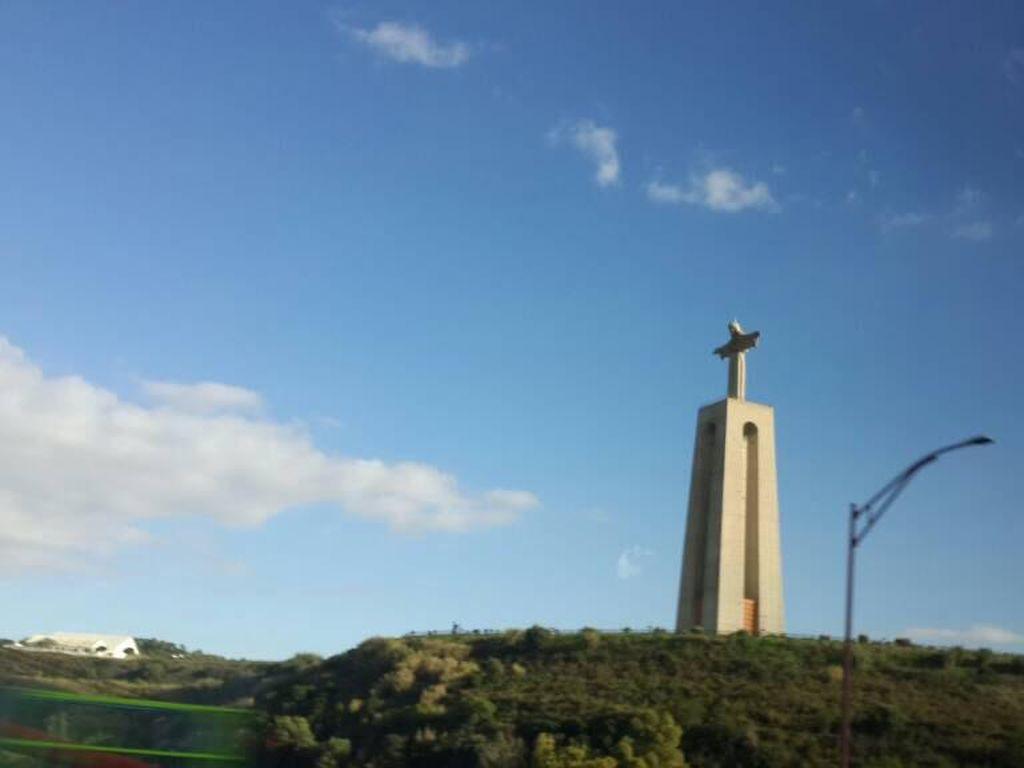 Apa Hubungan Patung Yesus Raksasa di Portugal dan Brasil?