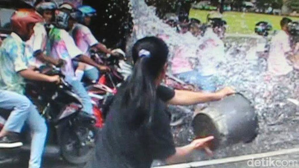 Aksi Heroik Ibu Pemilik Warung Usir Rombongan Konvoi Pelajar