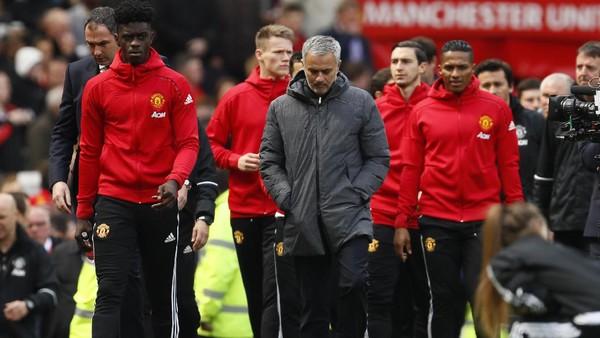 Akan Istirahatkan Sejumlah Pemain, Mourinho: Wenger Bakal Senang