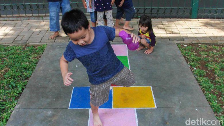 Melihat Asyiknya Anak-anak Bermain di RPTRA Gondangdia