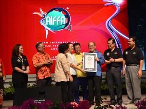 Film Istirahatlah Kata-kata dan Ziarah Bersinar di AIFFA 2017