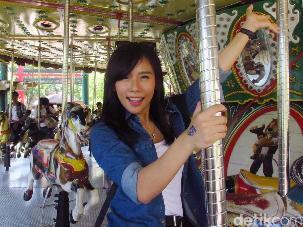 Cherly eks Cherrybelle Jalan-jalan, Mual Naik Komedi Putar