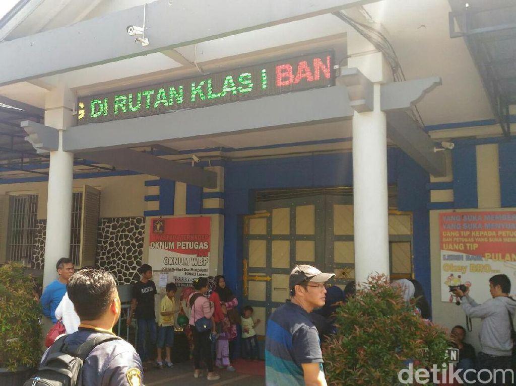 Ridwan Kamil-Uu Juara di Rutan Kebonwaru Bandung