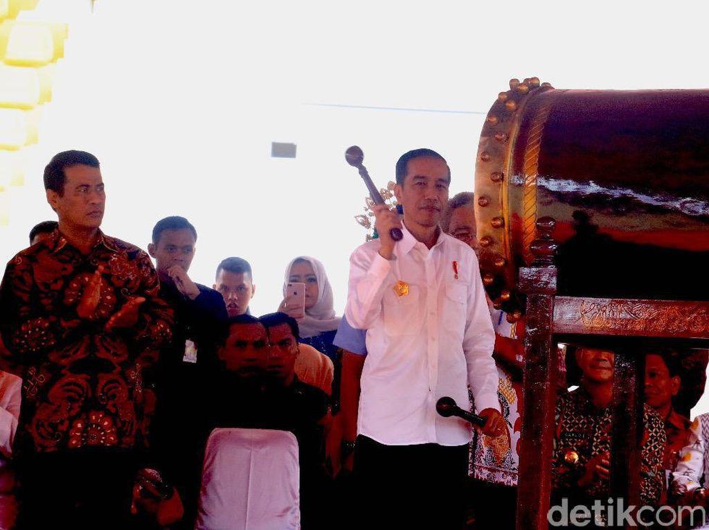 Jokowi Cek Alsintan Buatan Pindad di Aceh