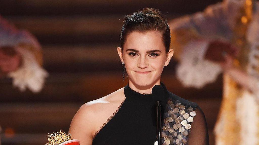 Senyum Semringah Emma Watson di MTV Movie and TV Awards 2017