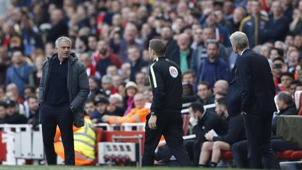 Wenger Tak Mau Membesar-besarkan Kemenangan Atas Mourinho