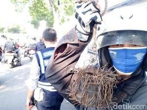 Sisir Jalan Veteran dari Ranjau, Rohim Saber Dapat 1 Kg Paku