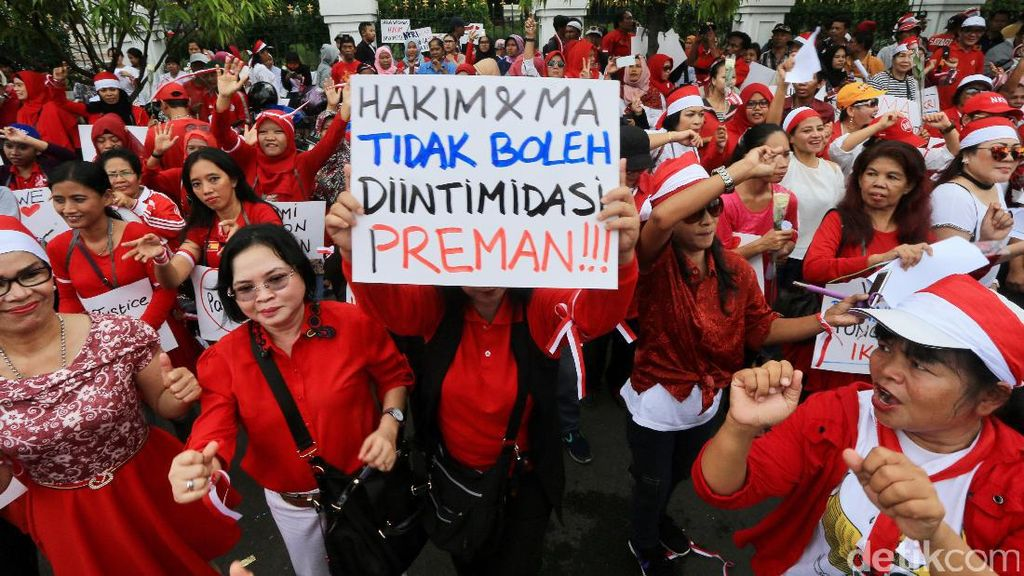 Aksi Simpatik Dukung Hakim Independen Vonis Ahok