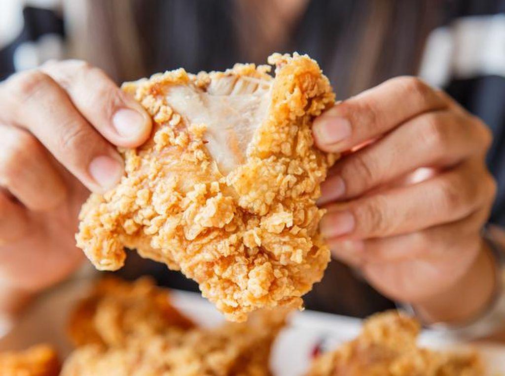 Buka Puasa dengan Kulit Ayam Goreng? Ini Caranya Agar Tak Kebanyakan Lemak