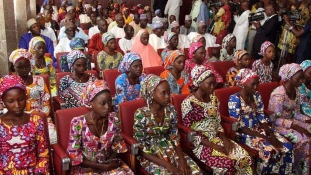 Para Siswi yang Diculik Boko Haram Bertemu Presiden Buhari