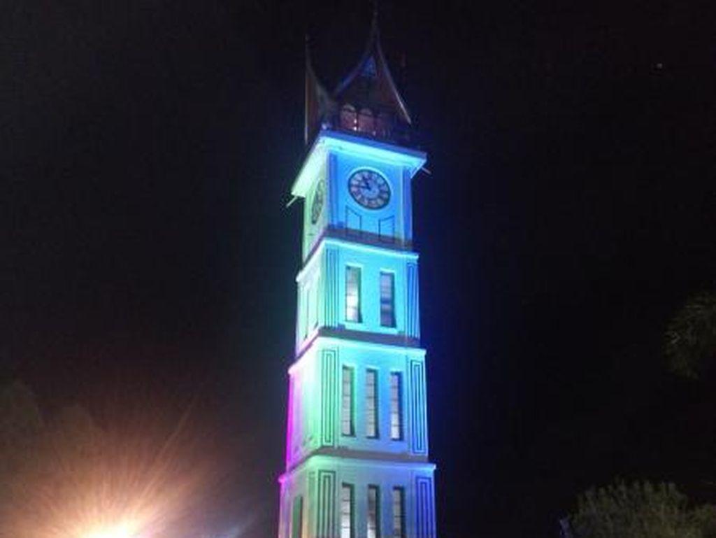 Kembaran Menara Jam Big Ben Ada di Bukittinggi