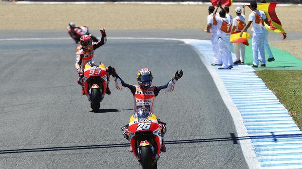 Dani Pedrosa merayakan kemenangan MotoGP Spanyol musim lalu.
