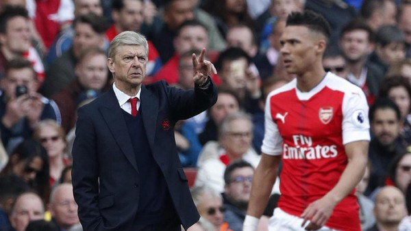 Formasi Tiga Bek Arsenal Belum Sempurna