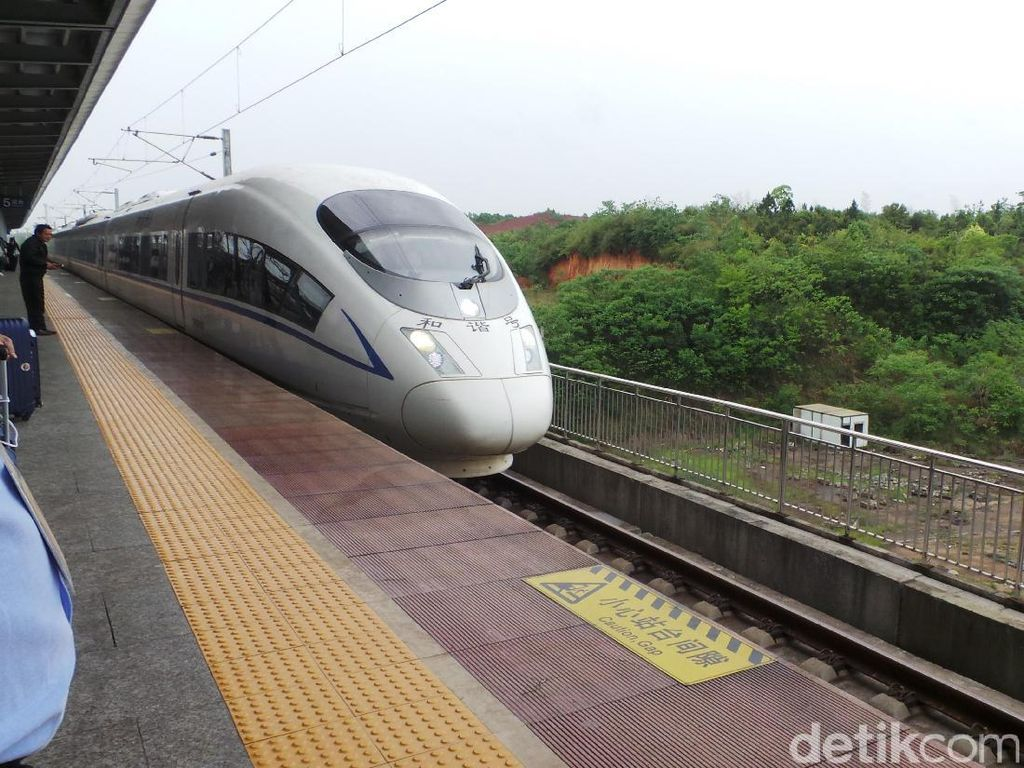 Saran Menhub Soal Kereta Cepat: Konstruksi Jangan Tunggu Tanah 100%