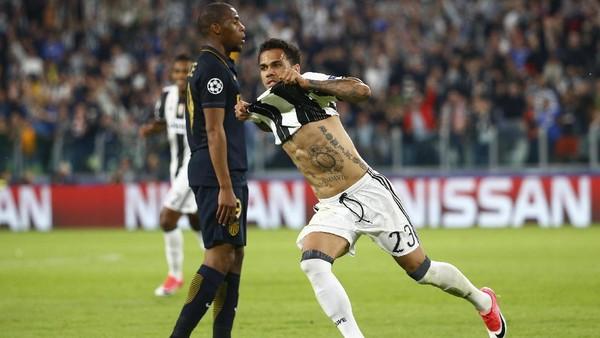 Pujian Berbatov dan Ferdinand untuk Dani Alves