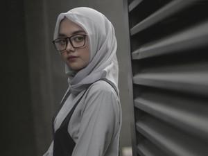 Video: Intip Yuk Isi Tas 2 Selebgram Hijab Cantik, Ada Apa Saja?