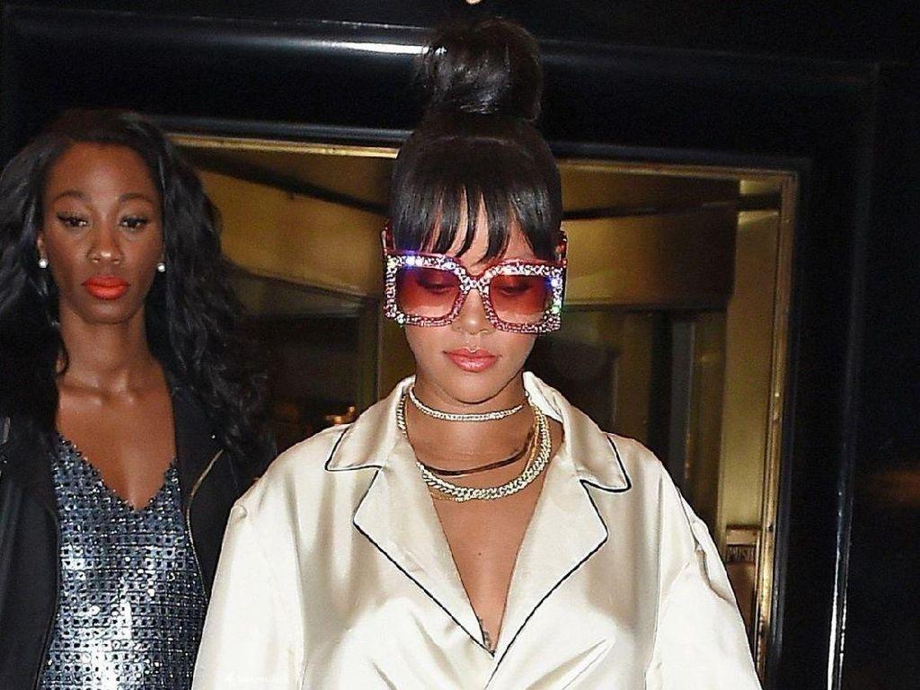 Syahrini Pakai Kacamata Gucci Rp 16 Juta yang Mirip Seperti Rihanna