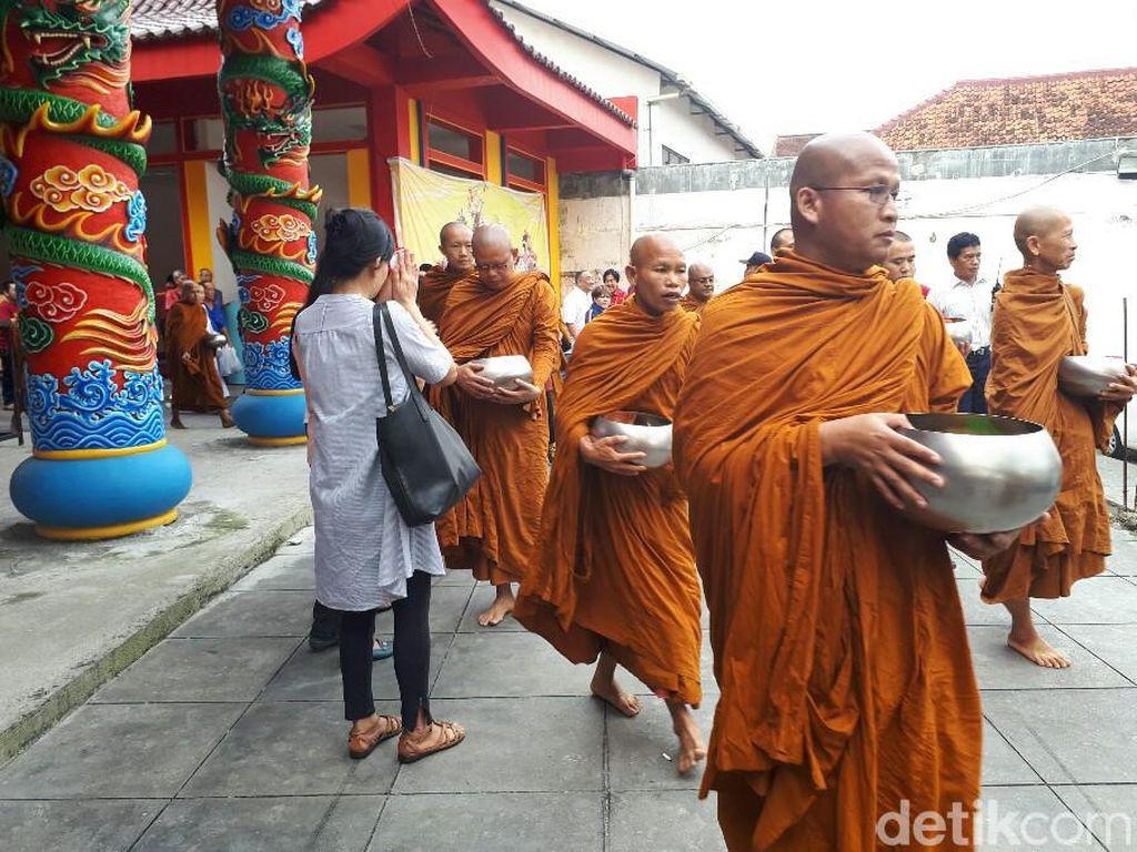Umat Buddha Diimbau Rayakan Waisak di Rumah