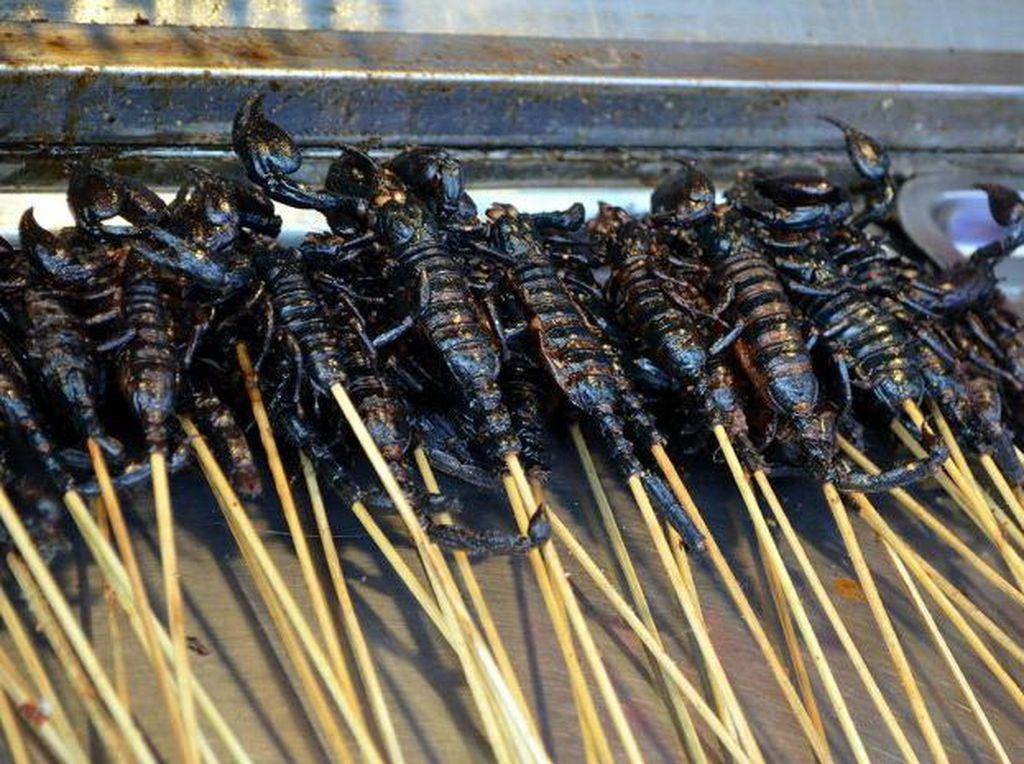 Ini 12 Jajanan Kaki Lima Enak dan Ekstrim dari Filipina Hingga Korsel (2)