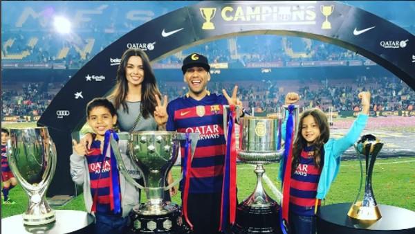 Kenapa Barcelona Melepas Alves ke Juventus?