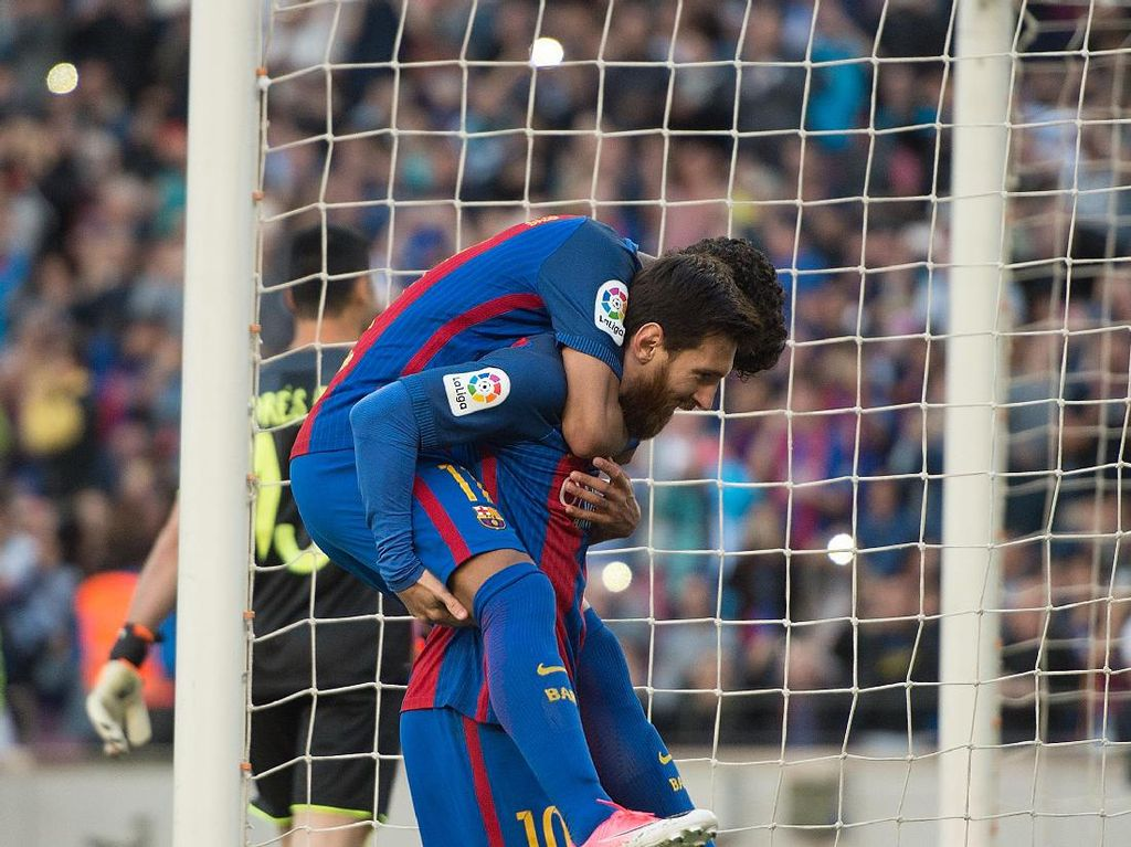 Sambil Liburan, Dani Alves Beri Tantangan untuk Messi dan Neymar