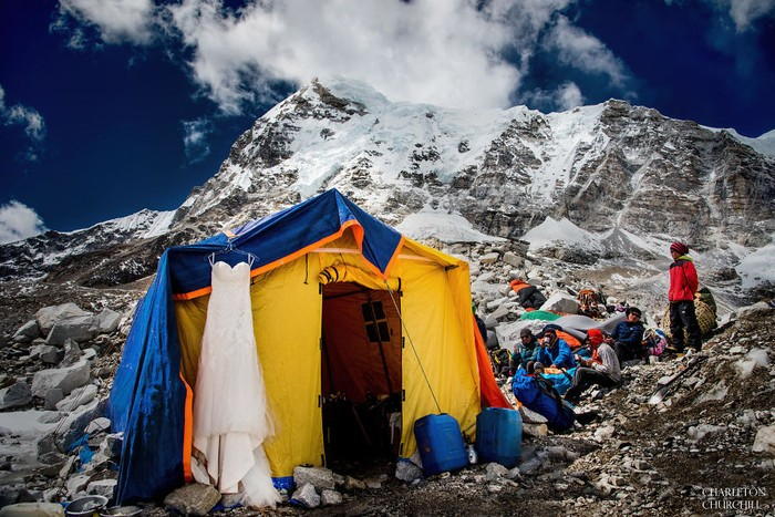 Mereka berlatih fisik agar dapat mendaki Gunung Everest. Foto: Charleton Churchill