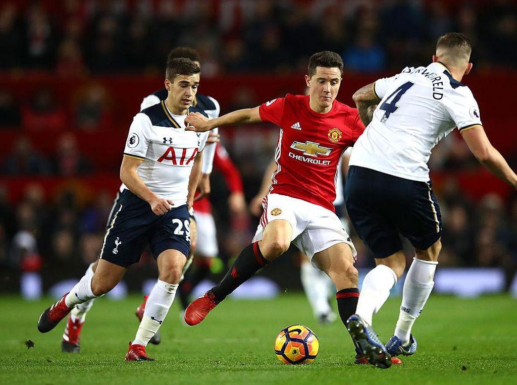 Prediksi Berbatov: Kekalahan Akan Jadi Pukulan bagi Tottenham Maupun MU
