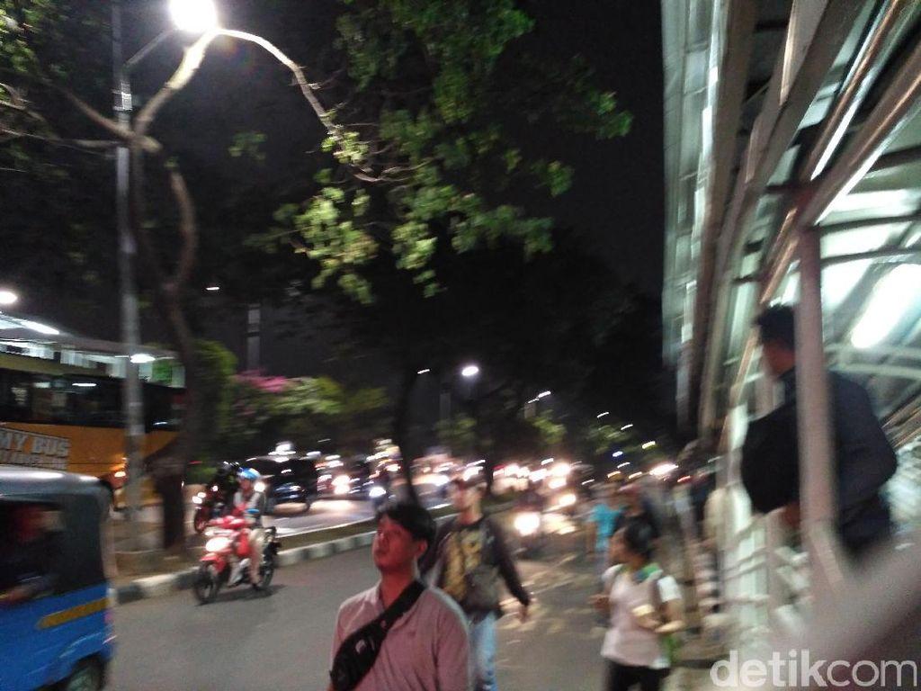 Arus Lalin Dibuka, Polisi Halau Massa Pro-Ahok Kembali ke Jalan