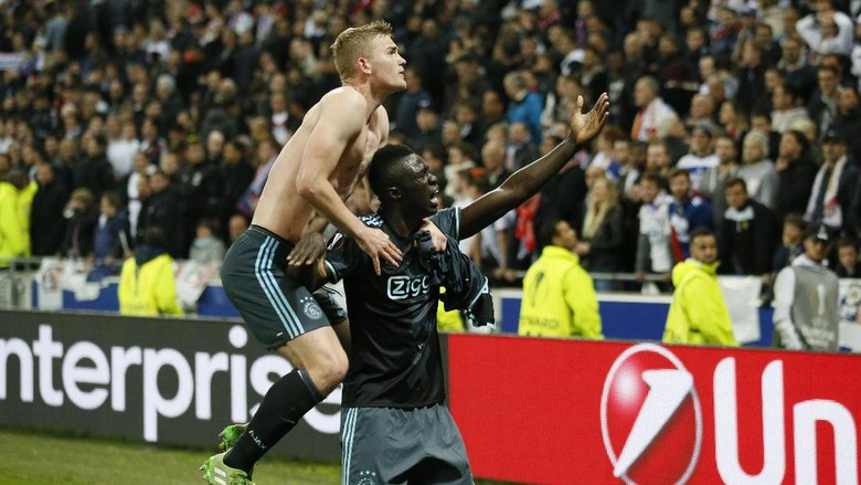 Lolos ke Final, Ajax: Halo MU, Halo Ibra, Halo Blind!