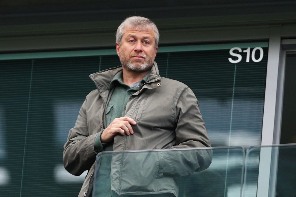 LONDON, ENGLAND - APRIL 16: Chelsea owner Roman Abramovich looks on from the stands during the Barclays Premier League match between Chelsea and Manchester City at Stamford Bridge on April 16, 2016 in London, England.  (Photo by Paul Gilham/Getty Images)