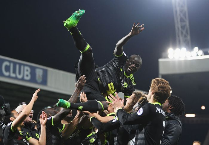 WEST BROMWICH, ENGLAND - MAY 12:  NGolo Kante of Chelsea is chucked in the air by team mates while celebrating winning the leauge title after the Premier League match between West Bromwich Albion and Chelsea at The Hawthorns on May 12, 2017 in West Bromwich, England.  (Photo by Laurence Griffiths/Getty Images)