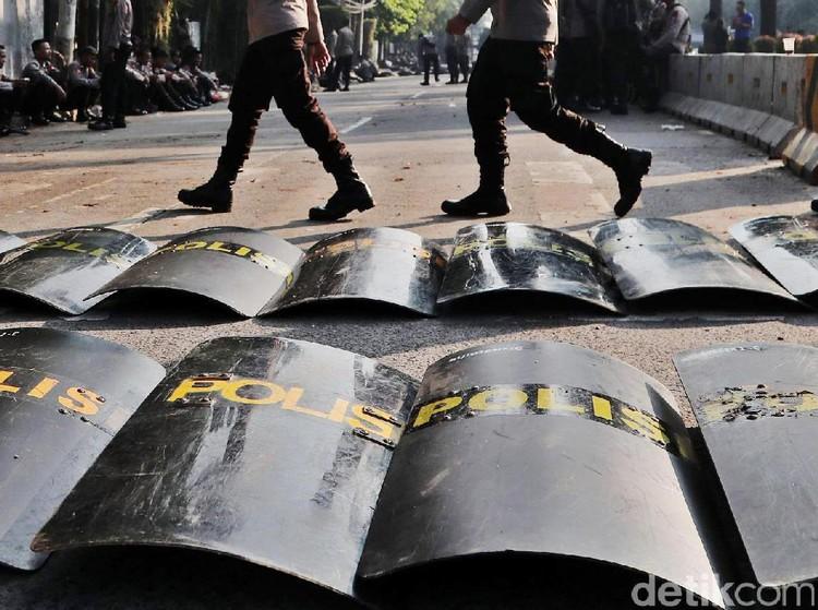 Jelang Aksi 22 Mei, Polisi Bersenjata Jaga Titik Rawan di Bekasi