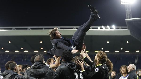 Ketika Conte Diculik dari Konferensi Pers Usai Chelsea Juara