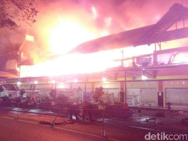 Pasar Legi Songgolangit Ponorogo Terbakar