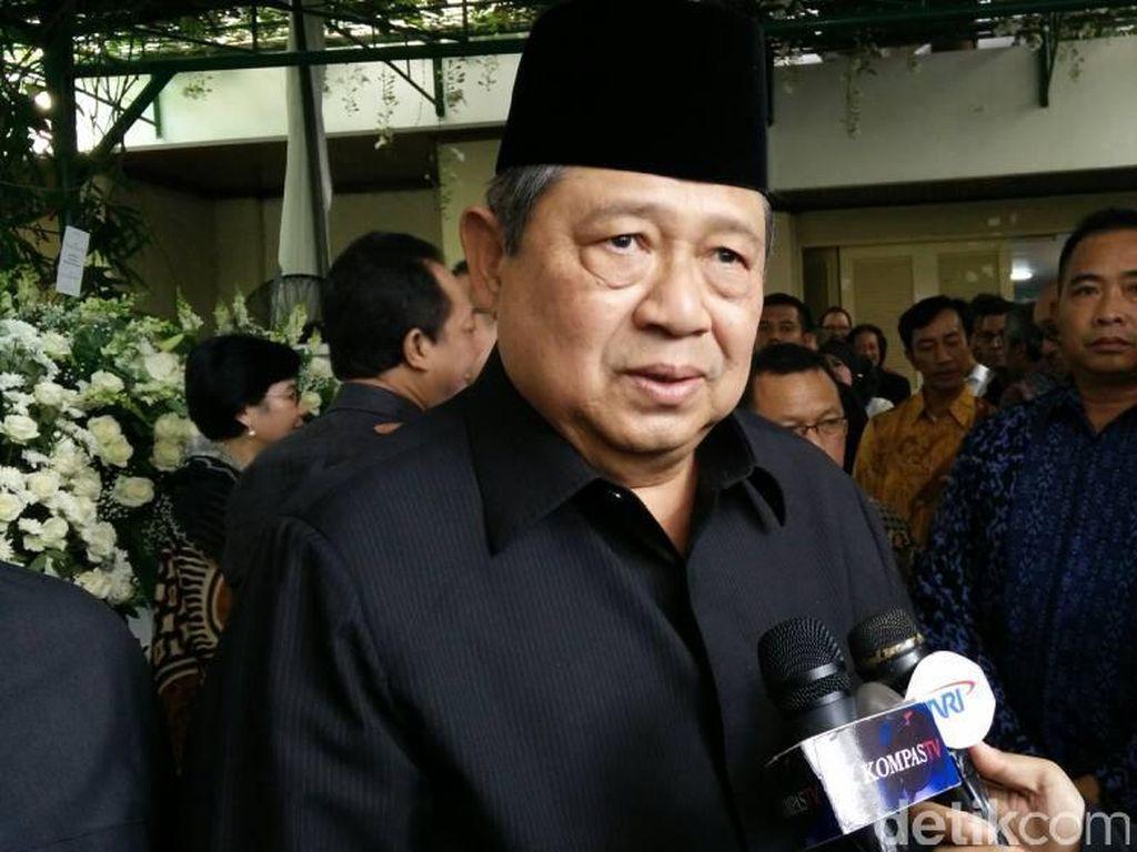 SBY dan Boediono Melayat Almarhum Hartarto Sastrosoenarto