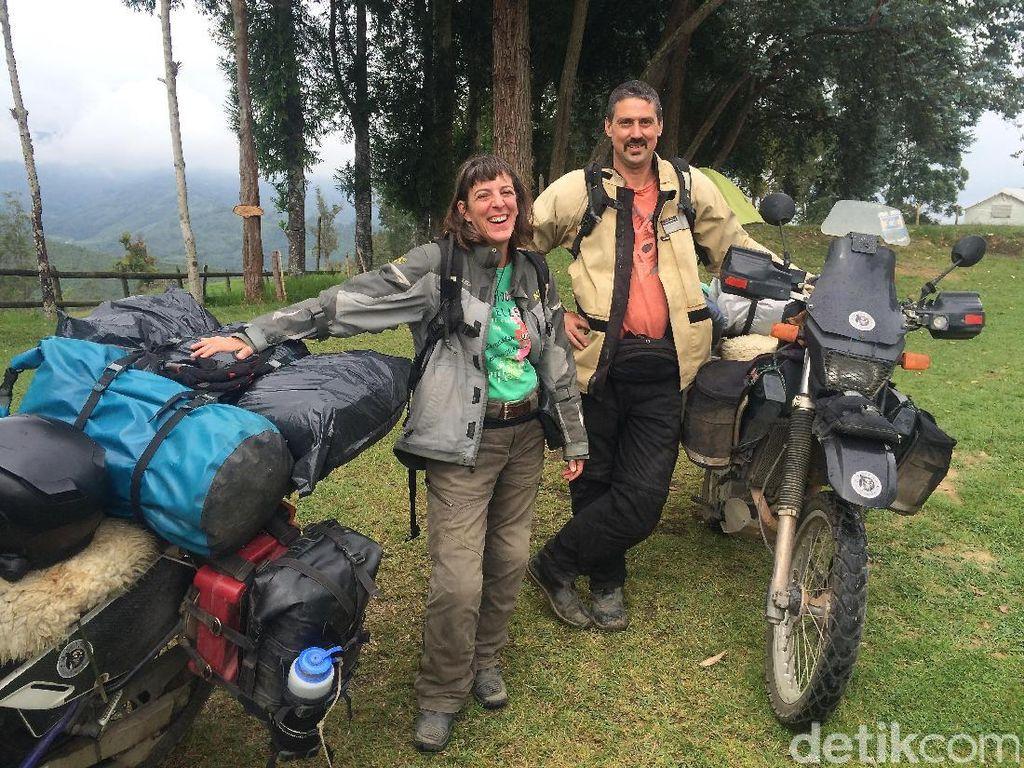 Naik Motor, Pasutri AS Mampir ke Indonesia