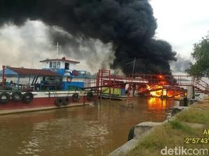SPBU Apung di Sungai Musi Meledak, 1 Orang Tewas