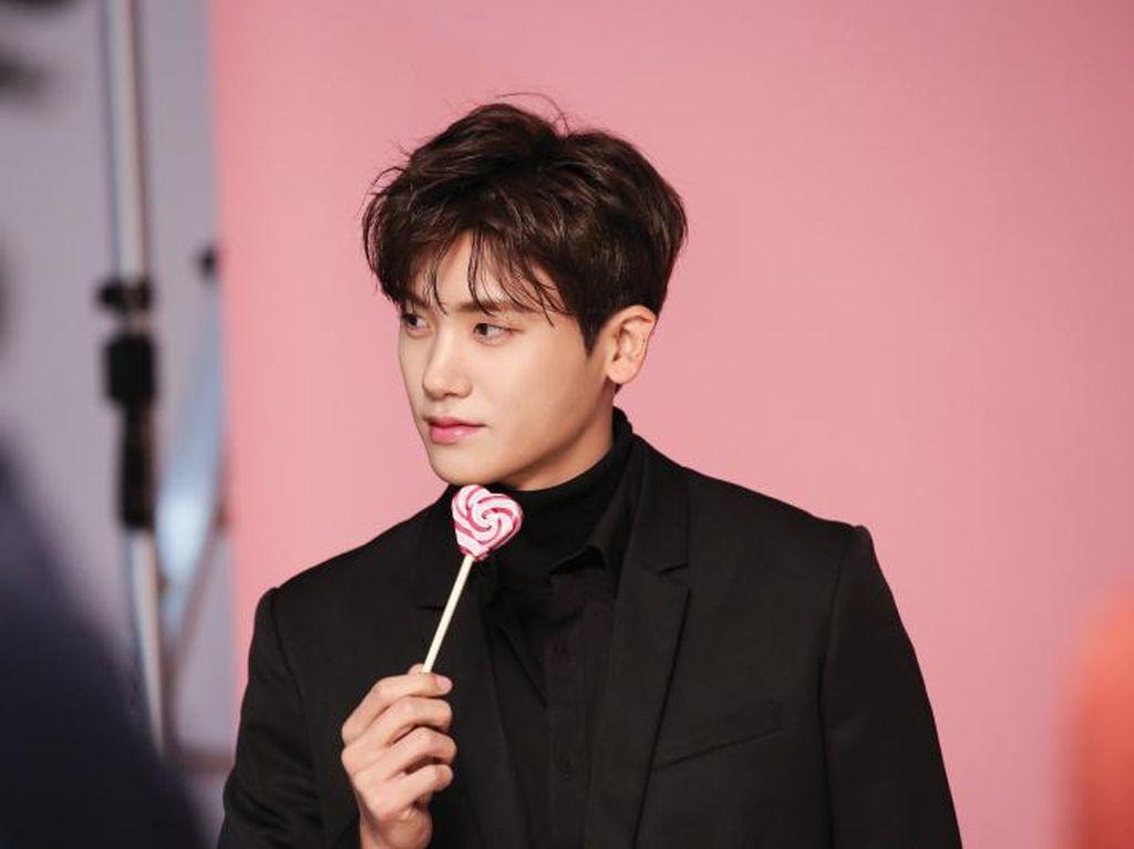 Bikin Iri, 7 Seleb Pria Korea dengan Kulit Paling Cantik dan Flawless