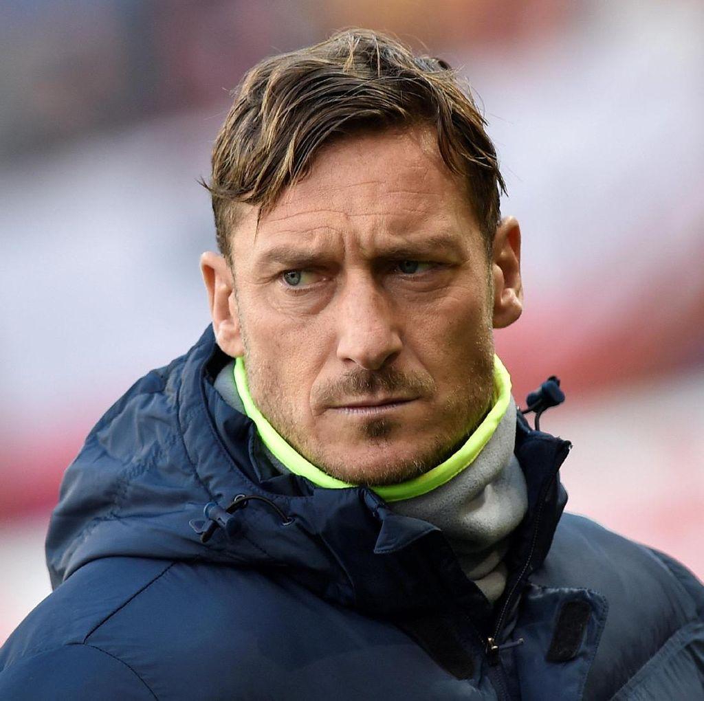 Zeman Ingin Lihat Totti Bersenang-senang di Klub Lain
