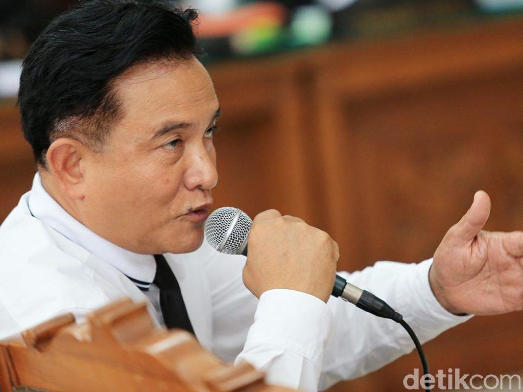 Yusril soal Bendera Indonesia Terbalik: Bersikap Wajar Sajalah