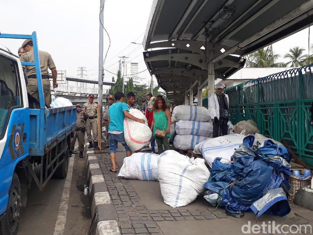 PKL Pasar Senen Menolak Direlokasi