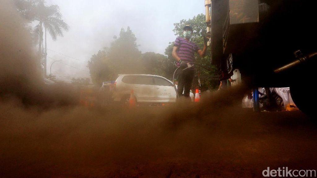 Pantau Polusi Udara, Asap Knalpot Mobil Diuji