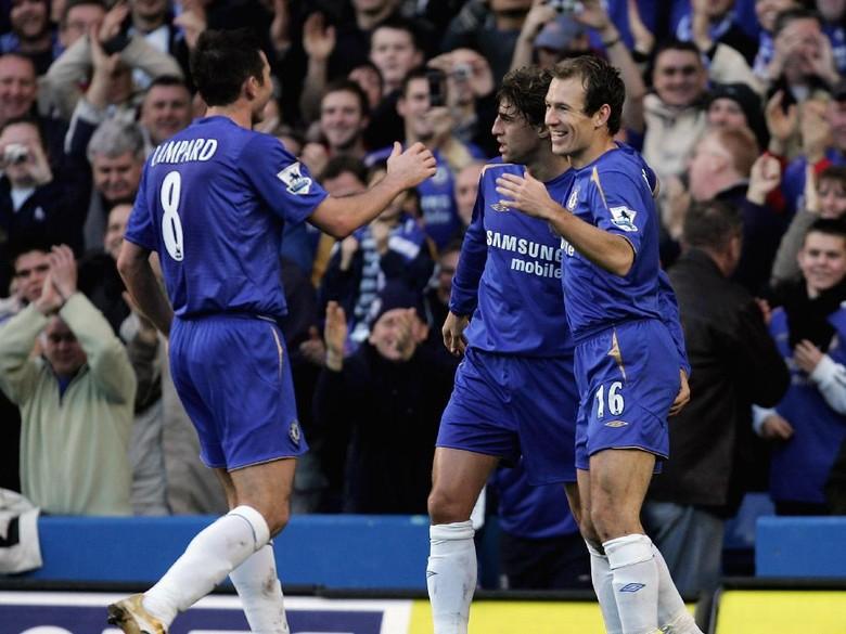 Neville: Chelsea-nya Mourinho Lebih Hebat Dibanding Chelsea-nya Conte