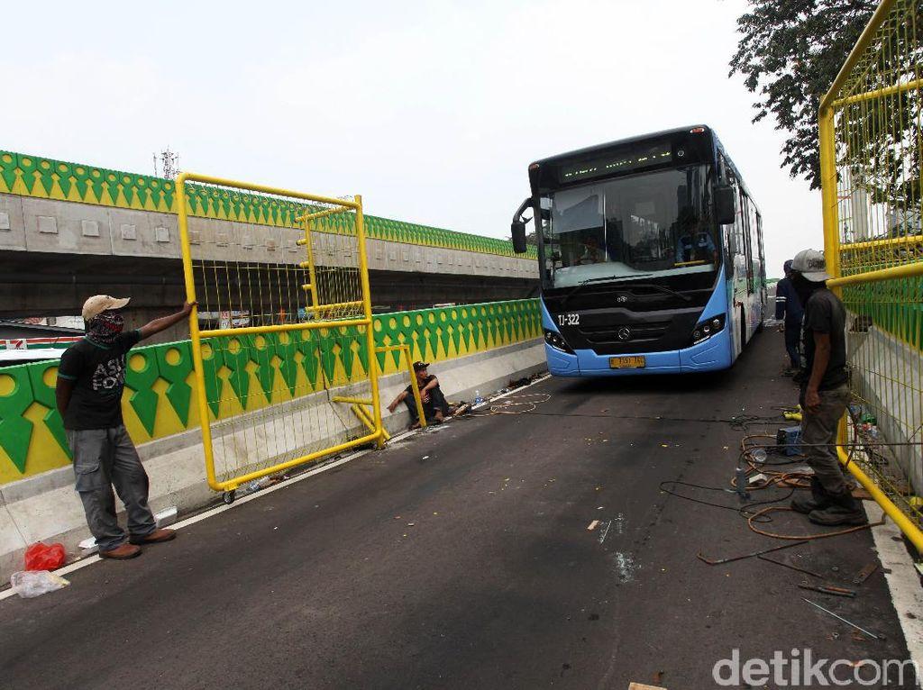 Sopir Bus TransJ yang Tabrak Pesepeda Diperiksa Polisi