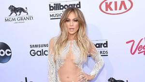 Jangan Baper Ya Lihat Jennifer Lopez Liburan Bareng Pacar di Paris
