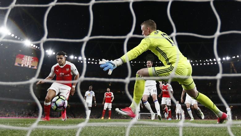 2 Gol Alexis Sanchez Gulung Sunderland